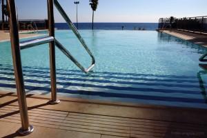 piscina-escaleras-hotel-angela-fuengirola