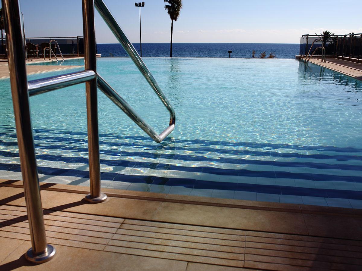 Hotel angela fuengirola costa del sol for Piscina torremolinos